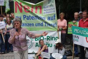 Ruth Tippe als Sprecherin auf Demo