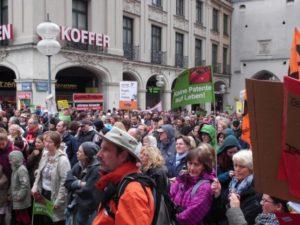 Teilnehmer an einer Demonstration gegen Patente auf Leben