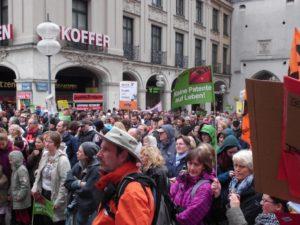 """Teilnehmer Demonstration """"Keine Patente auf Leben"""" in München"""